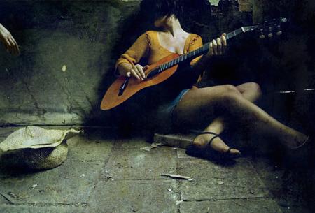 Ноги, гитара, женщина – идеальные натюрморты. Изображение № 6.