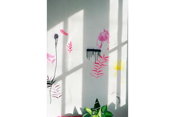 Jaap Scheeren and Hans Gremmen Fake Flowers in Full Color. Cерия, состоящая только из фотографий неживых объектов. Изображение № 36.