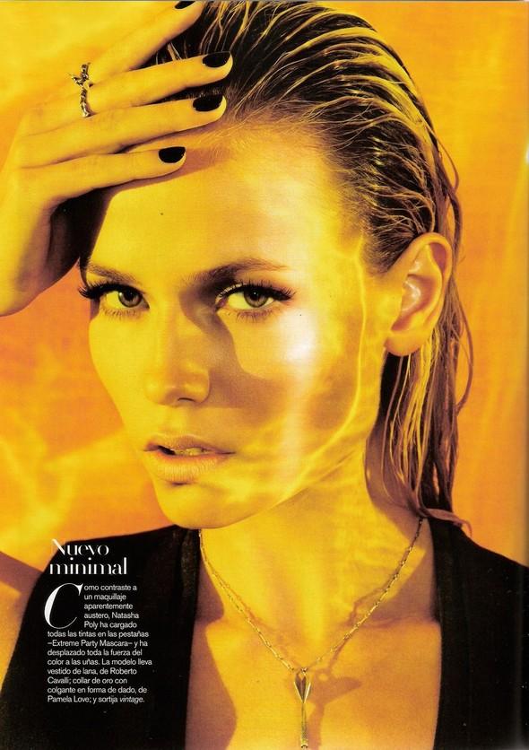Съёмка: Наташа Поли для испанского Vogue. Изображение № 1.