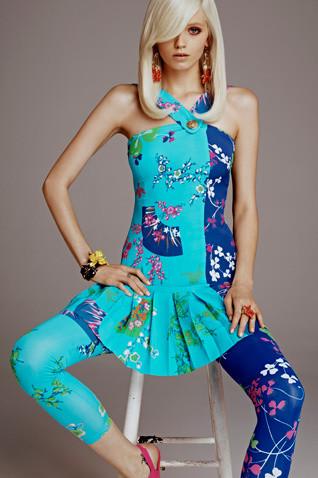 Появились полный каталог, лукбук и цены на коллекцию Versace для H&M. Изображение № 5.