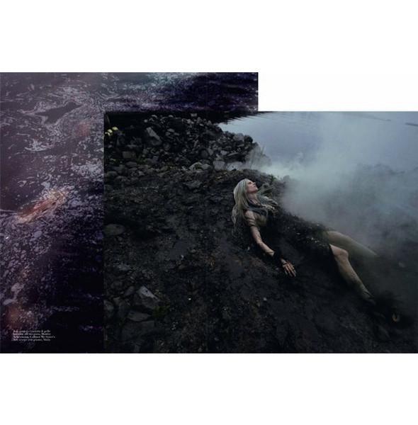Съемка «Water & Oil» в итальянском Vogue. Изображение № 8.