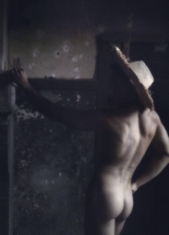 Съёмка: Батист Жиабикони в объективе Карла Лагерфельда. Изображение № 8.