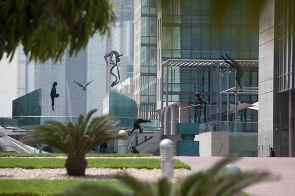 Скульптуры Джерзи Кедзиоры, парящие в воздухе. Изображение № 4.