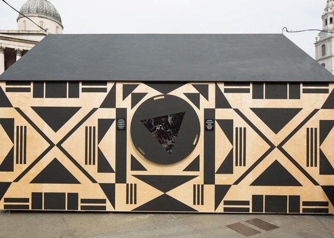 Дизайнеры создали инсталляцию для Airbnb на Трафальгарской площади. Изображение № 14.