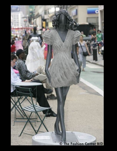 Американские модельеры переодели манекенов в Нью-Йорке. Изображение № 11.