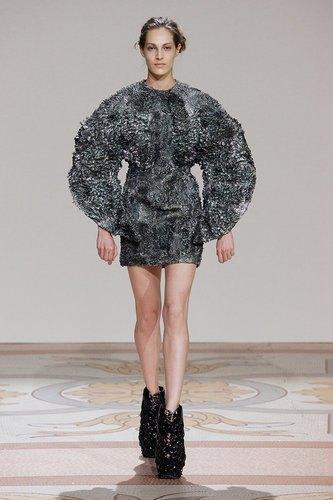 Дизайнеры создали коллекцию платьев из магнитов. Изображение № 1.