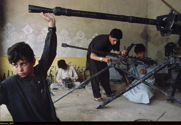 Война через объектив камеры Стива МакКарри. Изображение № 30.