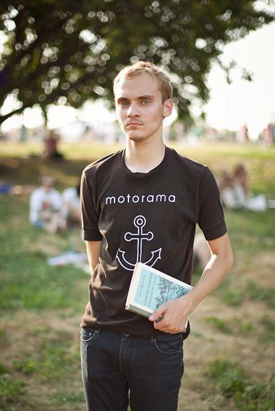 Изображение 8. Люди в футболках музыкальных групп на Пикнике «Афиши».. Изображение № 5.