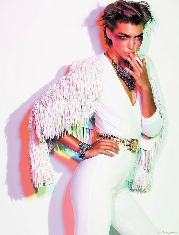 Съёмка: Аризона Мьюз для французского Vogue. Изображение № 5.