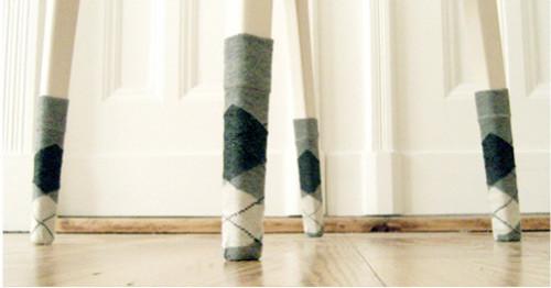 Одежда для мебели или Стулья в носках. Изображение № 2.