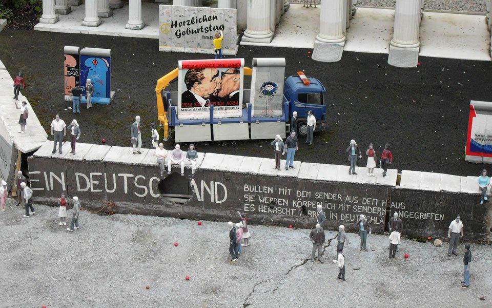Как объекты дизайна путешествовали через Берлинскую стену. Изображение № 10.