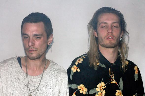 Джон Холланд и Джек Донахью в баре «6/2». Фото: Саша Сколков. Изображение №3.