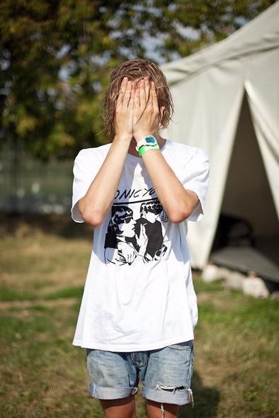 Изображение 1. Люди в футболках музыкальных групп на Пикнике «Афиши».. Изображение № 2.