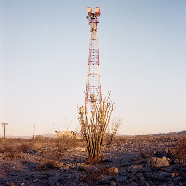 Заброшенные телефонные башни вгорах ипустынях . Изображение № 19.