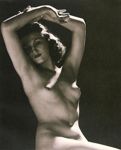 Части тела: Обнаженные женщины на винтажных фотографиях. Изображение №71.