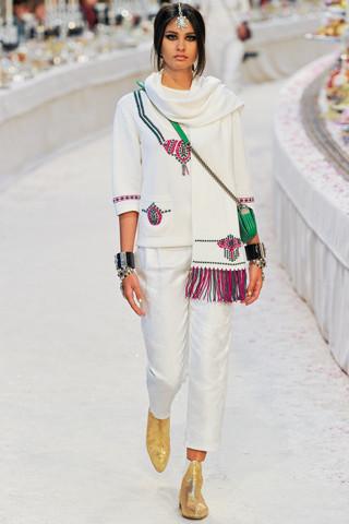 Chanel показали пре-осеннюю коллекцию. Изображение № 22.