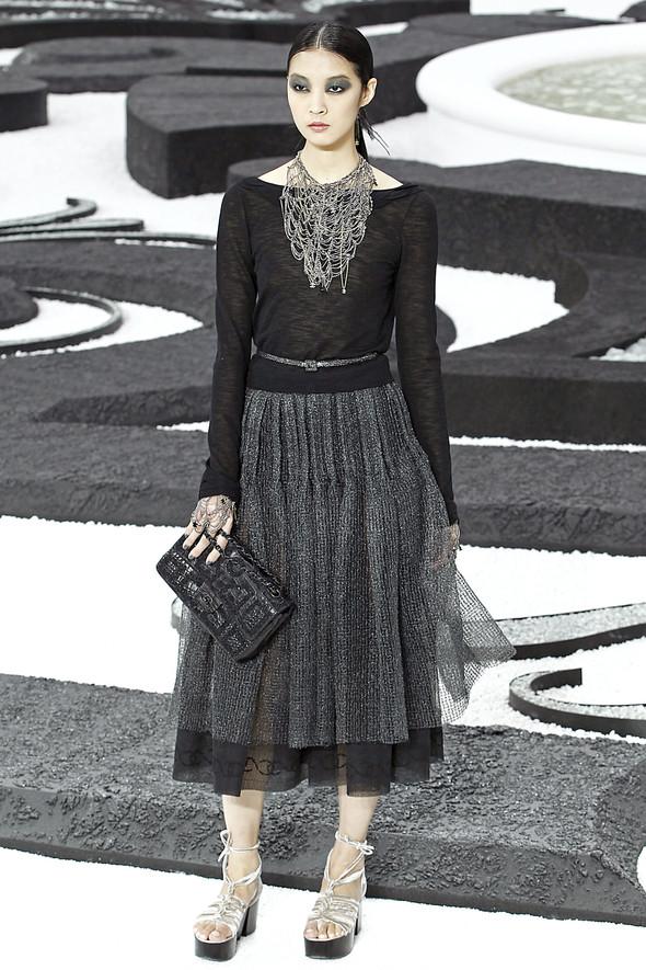 Карл Лагерфельд показал одну из самых красивых коллекций, когда-либо созданных для Chanel. Изображение № 43.