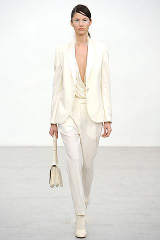 Новости моды: Выставки Chloe и Salvatore Ferragamo, Vogue в Таиланде и проект Michael Kors. Изображение № 10.