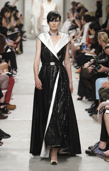 Chanel показали круизную коллекцию в Сингапуре. Изображение № 4.