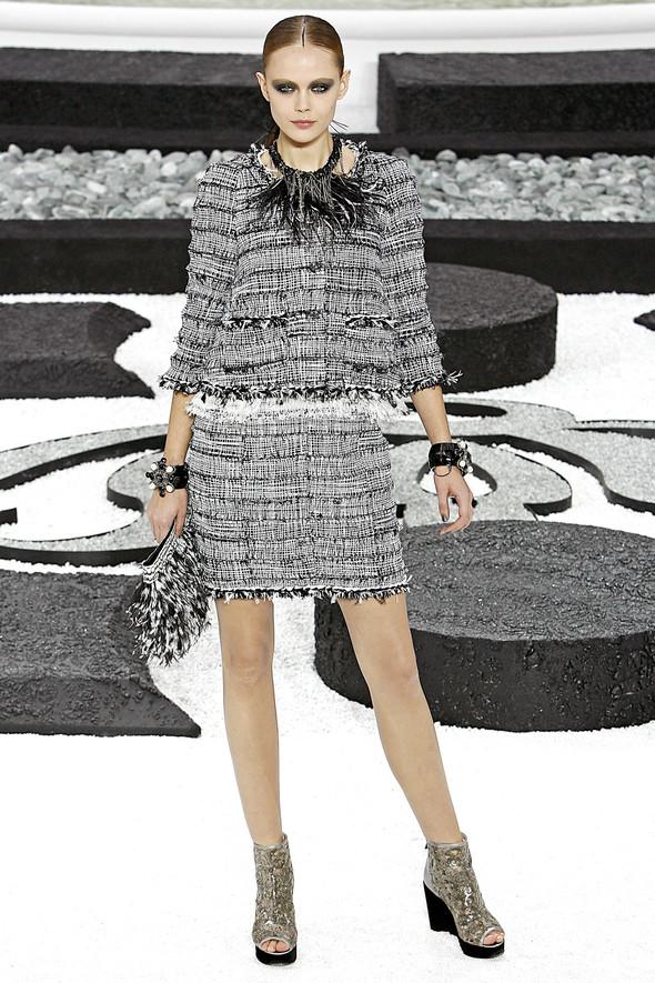 Карл Лагерфельд показал одну из самых красивых коллекций, когда-либо созданных для Chanel. Изображение № 11.