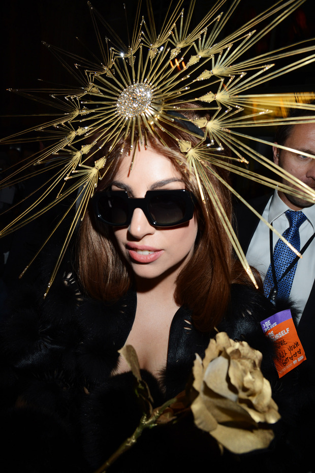 Леди Гага представила в Harrods духи FAME. Изображение № 19.