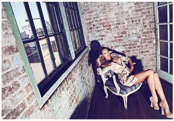 Съёмка: Кэндис Свейнпол для Harper's Bazaar. Изображение № 9.