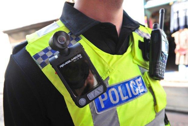 Первыми нательные камеры протестировали полицейские Стаффордшира. Изображение № 1.