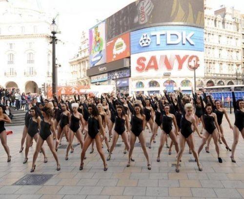 Двойники Beyonce вцентре Лондона. Изображение № 5.
