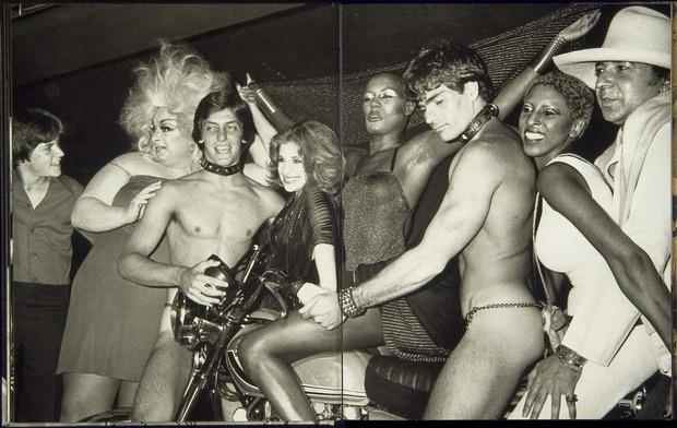 Клубная мания: 10 фотоальбомов о безумной ночной жизни . Изображение №8.