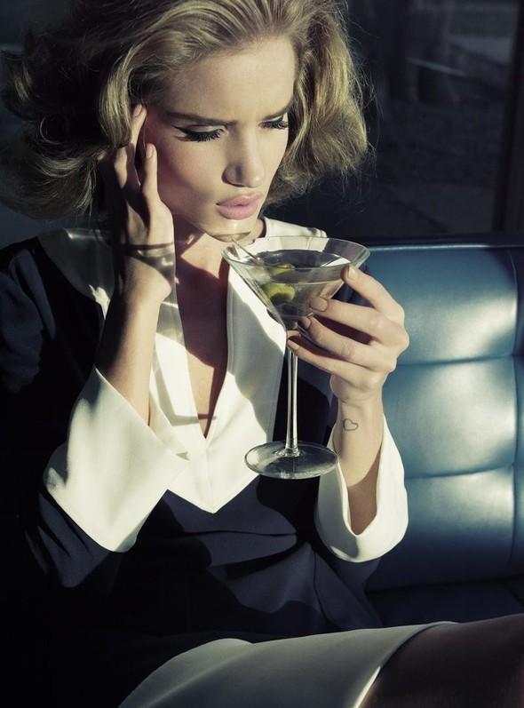 Рози Хантингтон для Harper's Bazaar UK. Изображение № 9.
