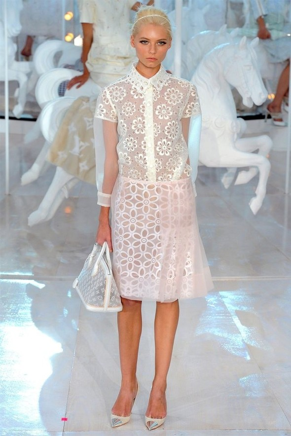 Неделя моды в Париже: Louis Vuitton весна 2012. Изображение № 2.
