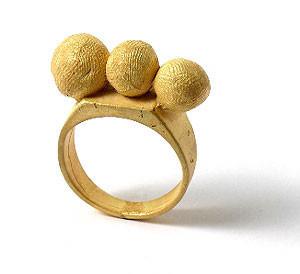 Karl Fritsch: Кольцо может быть оружием. Изображение № 15.