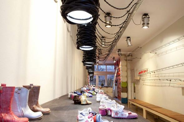 Магазин детской обуви от Тёна Флескенса. Изображение № 4.