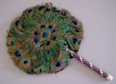 Аксессуары из павлиньих перьев. Изображение № 7.