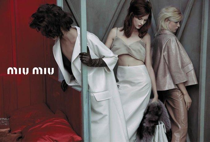 Max Mara, Prada и другие марки выпустили новые кампании. Изображение № 38.