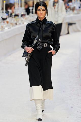 Chanel показали пре-осеннюю коллекцию. Изображение № 14.