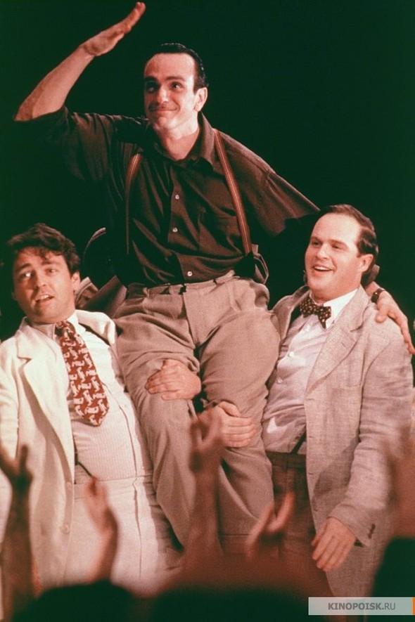 Колыбель будет качаться (Cradle Will Rock), 1999. Изображение № 20.
