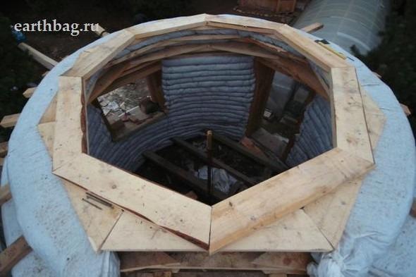 Проапокалиптический DIY - купол из мешков с землей - Earthbag building. Изображение № 11.