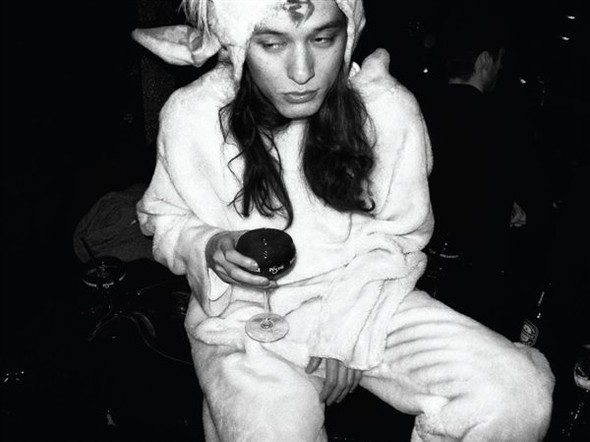 Короли вечеринок: 10 фотографов, снимающих светские и молодежные тусовки. Изображение № 98.