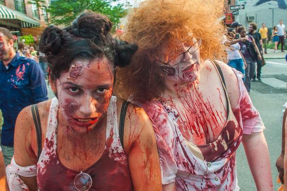 Зомби парад в Нью Йорке. NYC Zombie Crawl.. Изображение № 36.