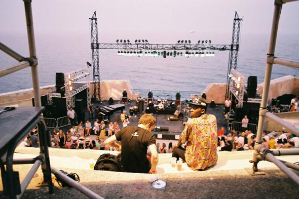 Фестиваль Worldwide на юге Франции: Танцпол у маяка, серфинг и суп из акулы. Изображение № 11.