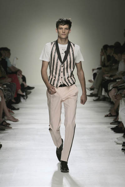 Moschino : шутник ихулиган итальянской моды. Изображение № 27.