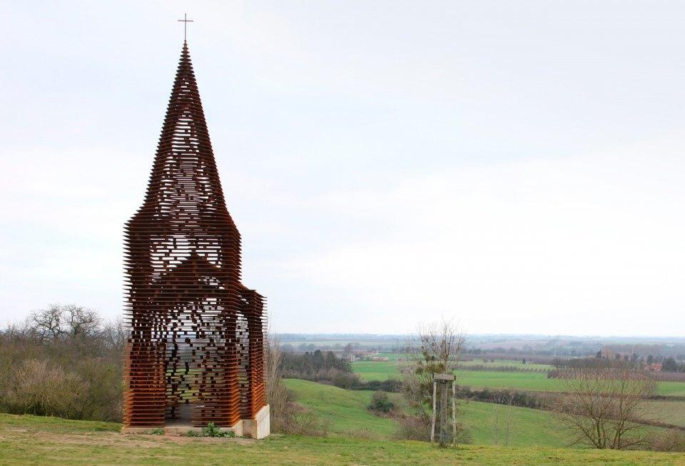 Фото: церковь, которая становится прозрачной . Изображение № 2.