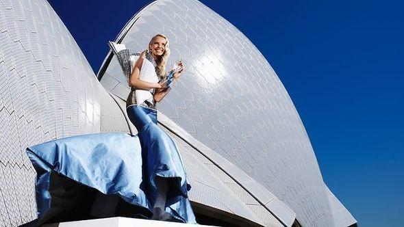Изображение 1. Фотошоу для Sydney Opera Barbie.. Изображение № 2.