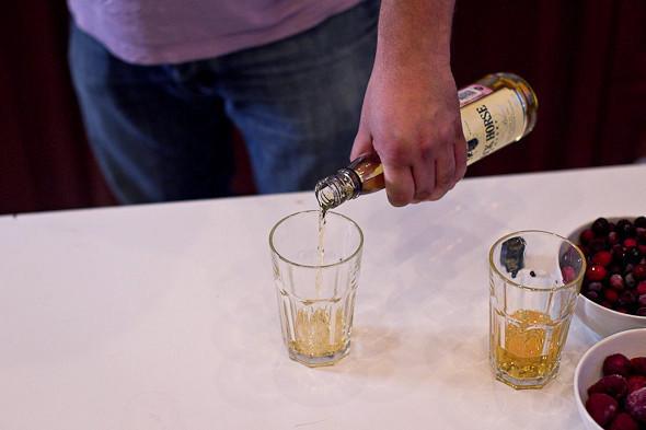 Пляшем дома: Коктейли для домашней вечеринки. Изображение № 18.