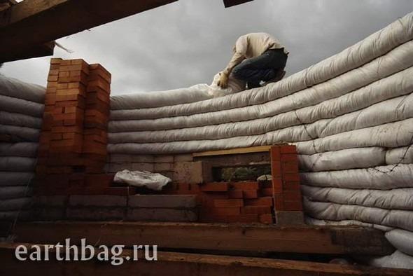 Проапокалиптический DIY - купол из мешков с землей - Earthbag building. Изображение № 3.