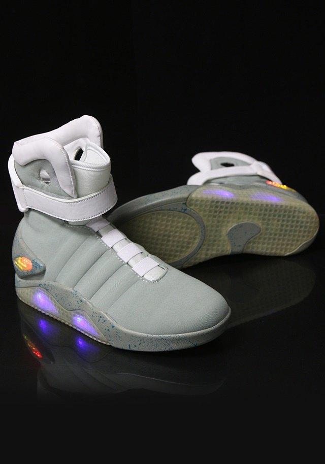 В сентябре начнут продавать кроссовки из «Назад в будущее 2». Изображение № 1.