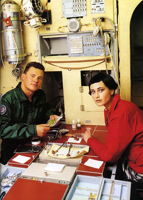 Космос рядом: модные съемки к выходу фильма «Прометей». Изображение №23.