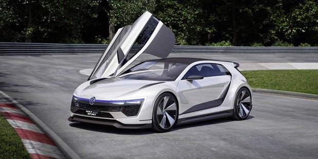Volkswagen показал концепт автомобиля Golf GTE Sport . Изображение № 6.