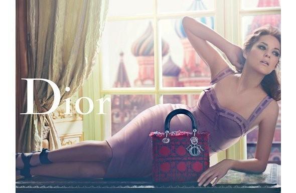 Изображение 1. Последняя часть кампании Lady Dior с Марион Котийяр посвящена Москве.. Изображение № 1.